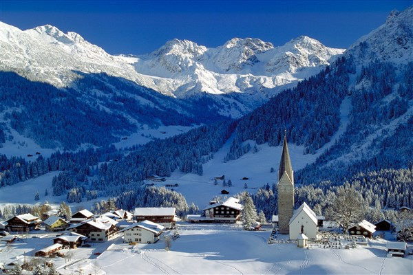 Kleinwalsertal Mittelberg winter dorp
