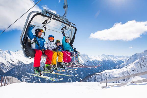 Paznauntal Kappl skilift familie © bause.at - Bergbahnen Kappl