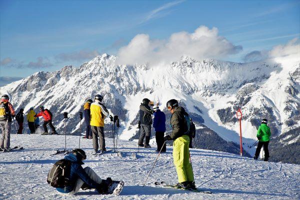 Skiwelt Wilder Kaiser Brixental - skiers skipiste © Kurt Monauni via Pixabay