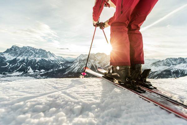 Zugspitz Arena skistart met Ehrwald in het dal © Tiroler Zugspitz Arena - C. Jorda